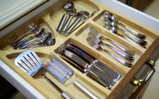 Stojan na lžíce a vidličky v kuchyni: jak správně zvolit správnou objednávku   Green-Pages.info