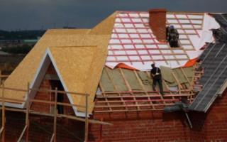 Hydroizolační fólie pod střechou: varianty, vlastnosti a instalační vlastnosti