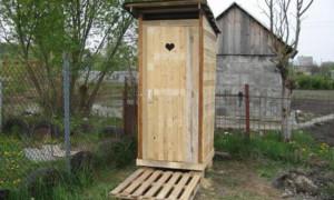 Dřevěná toaleta pro letní sídlo: jak stavět vlastními rukama + fotografie na webu