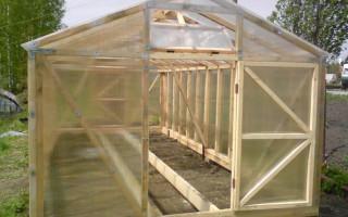 DIY dřevěný skleník: rozpočet a cenově dostupná volba