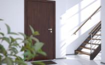 Jak si vybrat kvalitní přední dveře do vašeho domu: co je třeba vzít v úvahu při nákupu